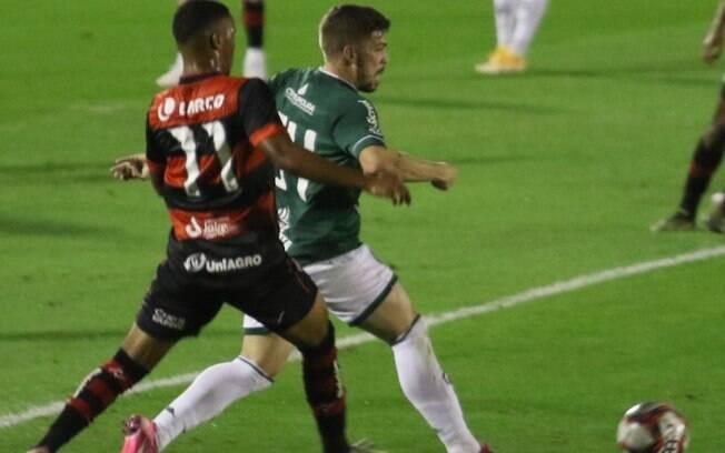 Guarani tropeça e começa Série B com empate em casa
