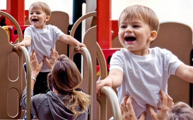 Gisele Bündchen e seu filho em um parque de Boston