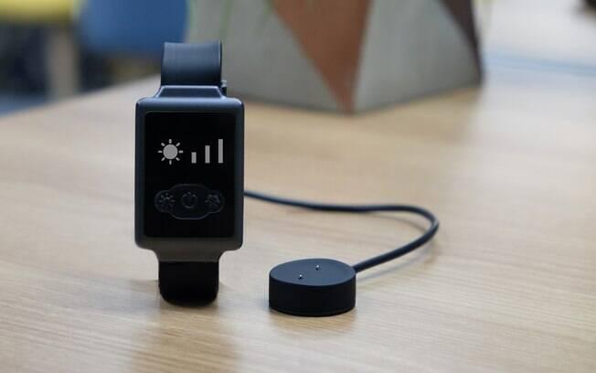 Pequeno e confortável, o Aircon Watch libera ondas térmicas que te ajudam a controlar sua temperatura