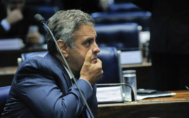 Fachin determinou o afastamento do senador Aécio Neves do mandato