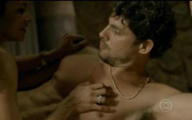 E mostrou cenas de sexo de Leandro e Celeste