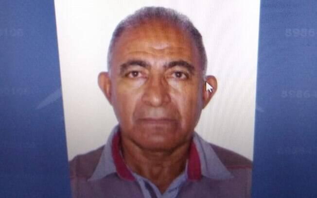 Idosa chora arrependido, após cometer agressão e matar esposa, de 66 anos, em Goiás