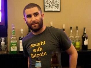 Shrem dá entrevista em bar de Nova York, poucos dias antes de sua prisão