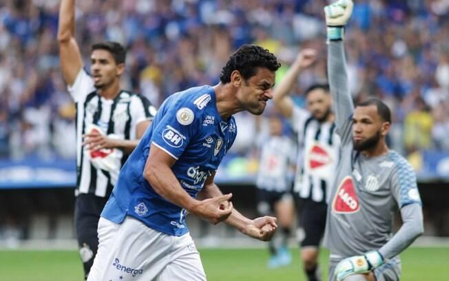 Fred fez o primeiro gol do Cruzeiro contra o Santos