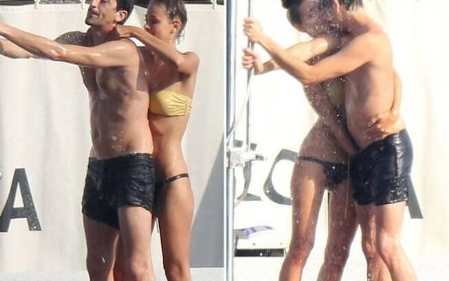 Adrien Brody e a namorada Lara Lieto protagonizaram cenas quentes em alto-mar