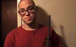 Atirador de massacre em Oregon se matou, segundo perícia