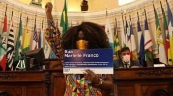 Vereadora trans Benny Briolly deixa o Brasil após ser alvo de ameaças