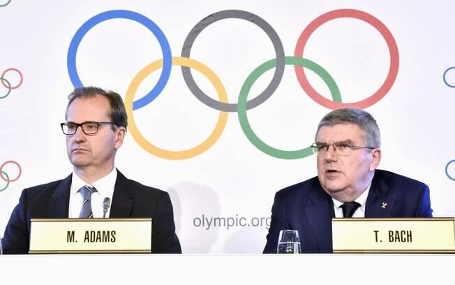 Mark Adams, porta-voz do COI, e o presidente da entidade, Thomas Bach. Adams afirmou que as portas estão abertas para a Coreia do Norte