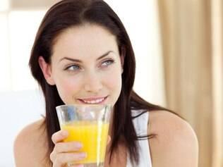 Tomar suco de laranja mais de uma vez ao dia e todos os dias pode engordar