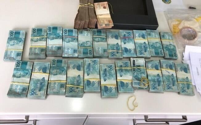 Dinheiro encontrado na casa de Gilberto Kassab; ele está afastado do governo Doria em São Paulo