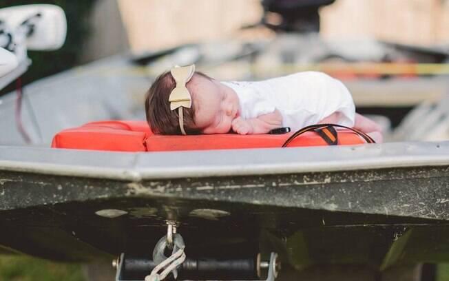 Hope ficou quietinha durante toda a produção do ensaio fotográfico, segundo a fotógrafa, mesmo estando em um bote