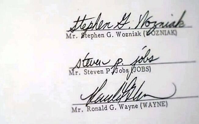 Assinatura de contrato de Wayne com os outros fundadores da Apple