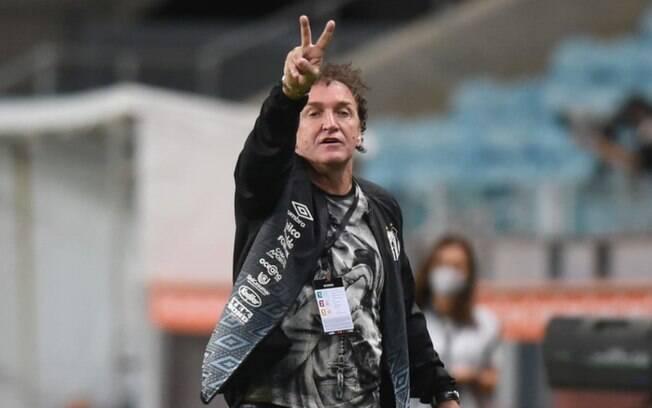 De olho no Boca, Cuca deve mandar Santos reserva contra o São Paulo