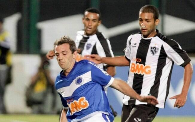 231083b7fd Montillo marcou duas vezes no primeiro turno do Brasileirão de 2011 em  vitória por 2 a