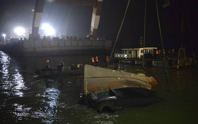 Mais de 20 pessoas estão desaparecidas após naufrágio no Leste da China