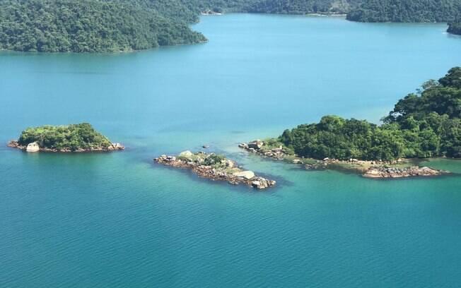 Vista aérea de uma das águas verdes de Paraty