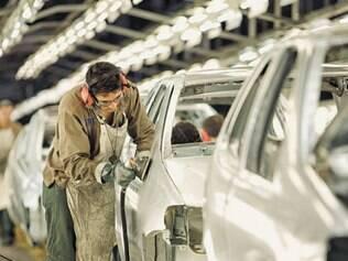 A produção industrial acumulou uma queda de 18,2% em 4 meses