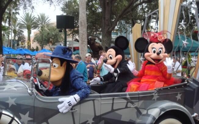 Parada com os personagens Disney é um dos momentos mais esperados pelas crianças