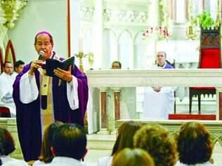 Cerca de mil fiéis foram a celebração de Dom Walmor nesta quarta
