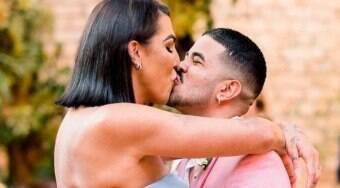 Pepita e o marido renovam os votos um ano após casamento