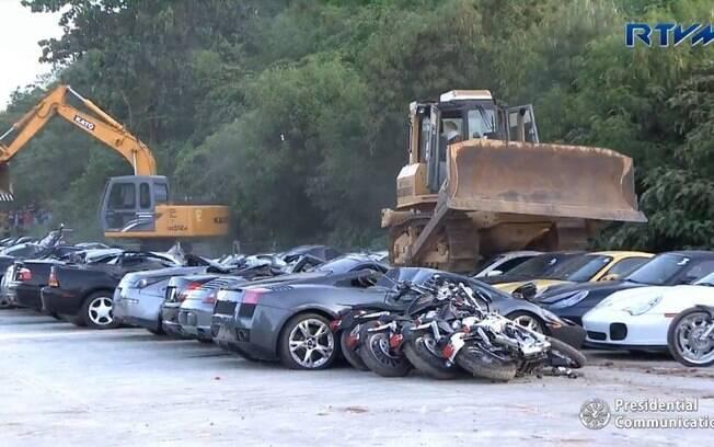 Veículos de luxo destruídos nas Filipinas somavam aproximadamente R$ 14,7 milhões e eram contrabandeados