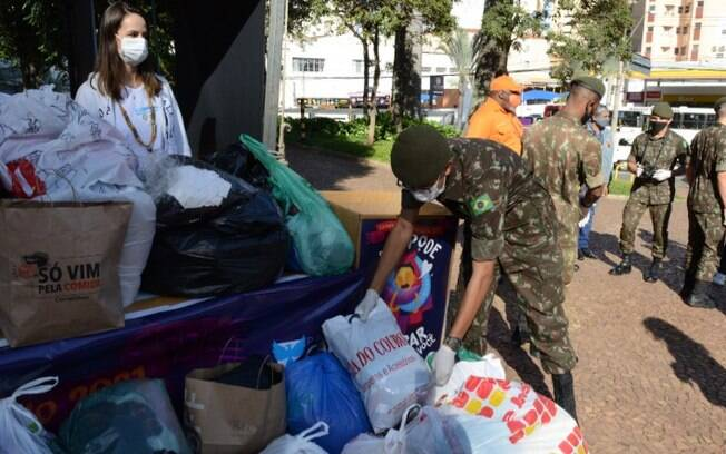 Mutirão de doação de agasalho arrecada 63 toneladas de roupas e cobertores