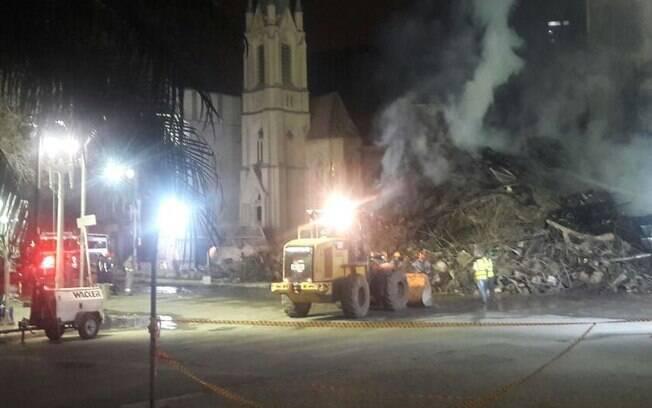 Corpo de Bombeiros dá início ao quarto dia seguido de buscas pelas vítimas nos escombros do prédio que desabou em SP