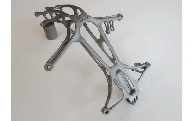 Eis a peça de titânio — material de difícil usinagem — que foi criada na impressora 3D