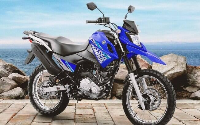 A Yamaha XTZ 150 Crosser Z tem para-lama dianteiro alto e a exclusiva cor Competition Blue