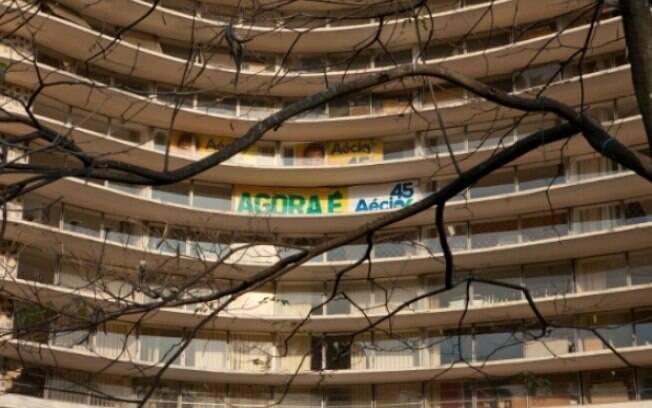 Edifício Niemeyer, em Belo Horizonte, ostenta propaganda irregular do candidato Aécio Neves