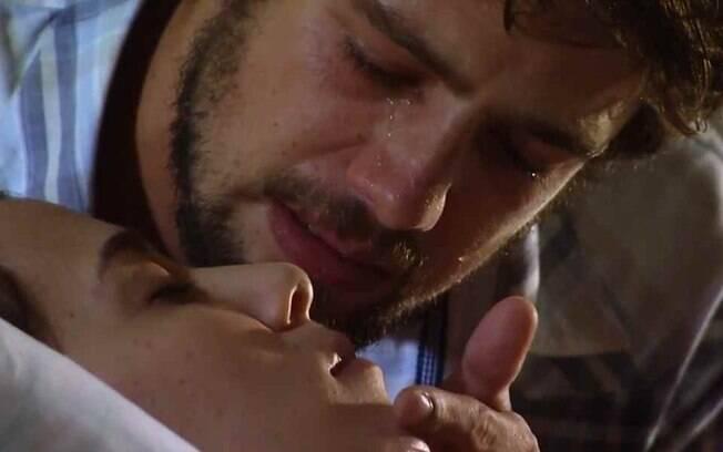 A Vida da Gente Final: Na cara de Gabriel, Rodrigo beija e faz declaração desesperada de amor para Manu