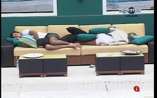 Brothers pegam no sono com o barulho da chuva