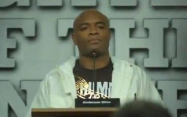 Anderson Silva e sua voz fina como tema da propaganda do Burguer King
