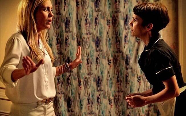 Carminha descobre mentira de Nina, mas ainda não sabe a verdadeira identidade da cozinheira