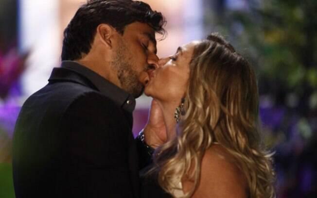 Jacques beija Pilar