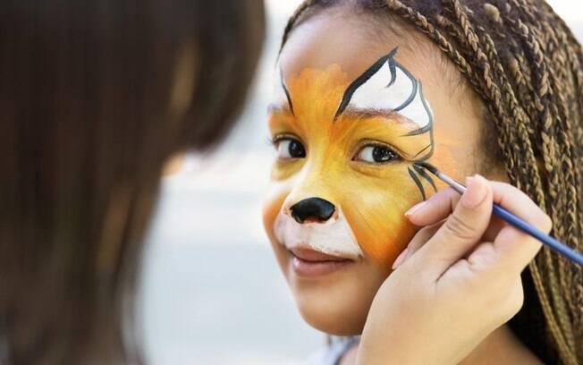 Maquiagem para crianças pede criatividade, cor e formas divertidas para fantasiar os pequenos para o carnaval