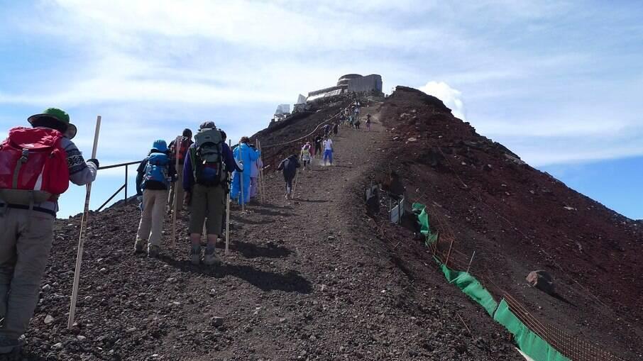Escalada ao pico do Monte Fuji