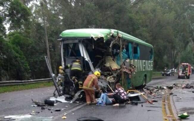 Acidente em Santa Catarina deixou quatro pessoas mortas; não se sabe ainda número certo de feridos