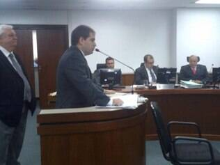 Roberto Pugliese Jr (centro) espera que STJD faça cumprir todas as normas previstas e que América seja punido