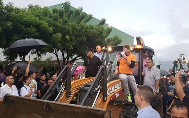 Policiais militares, que participavam do motim no Ceará, desocuparam os batalhões após senador Cid Gomes ser baleado.