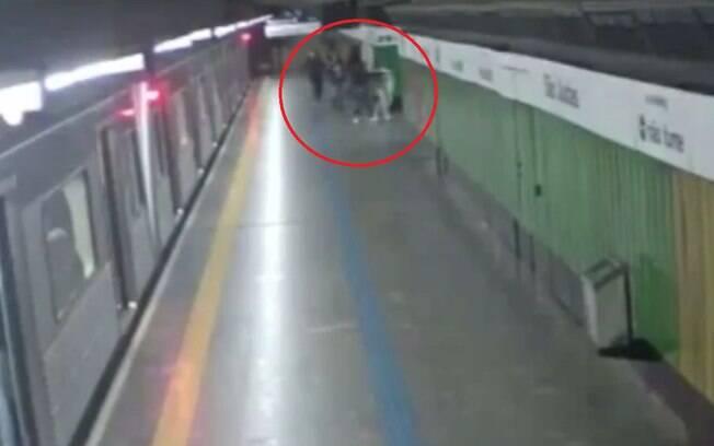 Supervisor do Metrô de São Paulo Carlos Abreu e o operador metroviário Helder Matushita reagiram fazendo manobras