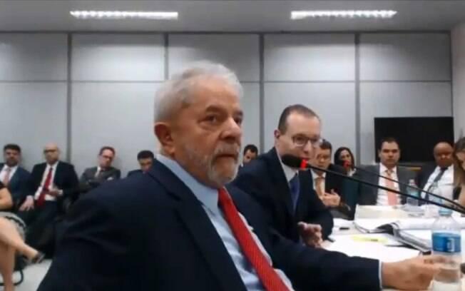 Lula afirma que não sabia das reformas no sítio de Atibaia