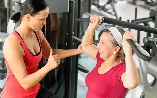 Antes de começar a praticar exercícios físicos após os 50, consulte seu médico e procure a orientação de um personal