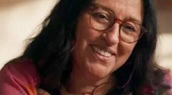Regina Casé ficou com óculos, bolsinha e outros itens de Lurdes