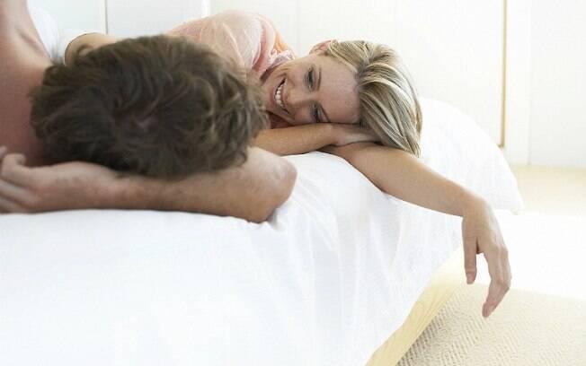 Conversa na cama pode aprofunda ou acabar com a relação, diz professora da Universidade de Connecticut