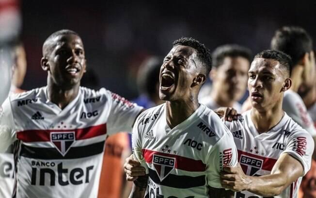 São Paulo é acionado na Fifa por atraso em pagamento de Tchê Tchê