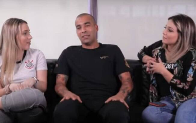 Relacionamentos de Emerson Sheik viram pauta em entrevista