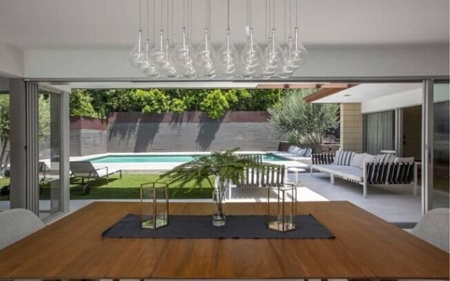 Os lustres escolhidos pelo intérprete de Grey, em Cinquenta Tons de Cinza, deixam o ambiente ainda mais elegante