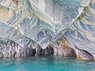 Na incrível caverna conhecida como Catedral de Mármore