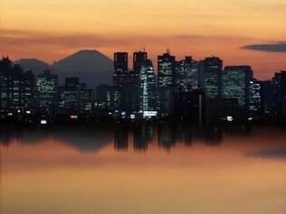 Imagem de Tóquio, com o Monte Fuji